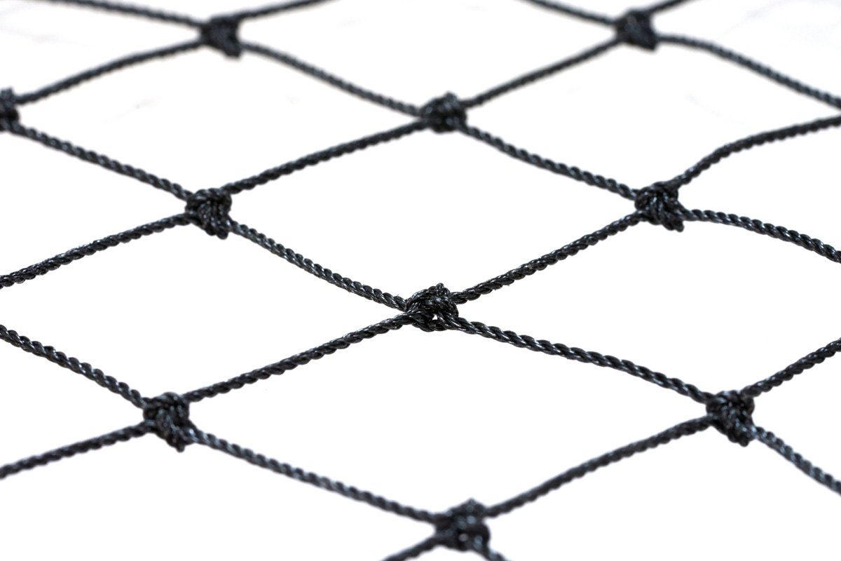 有結節ネットのため周囲の縁ロープ加工が不要で、作業性が抜群
