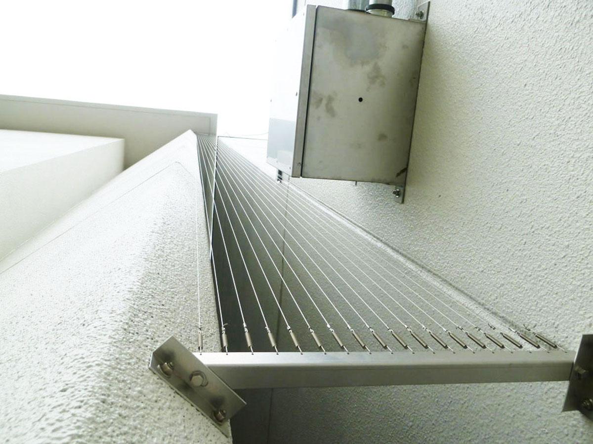 防鳥ワイヤー 面張り 設置イメージ