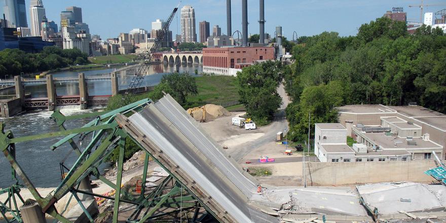建造40年の橋が崩落!原因は鳩のフン??